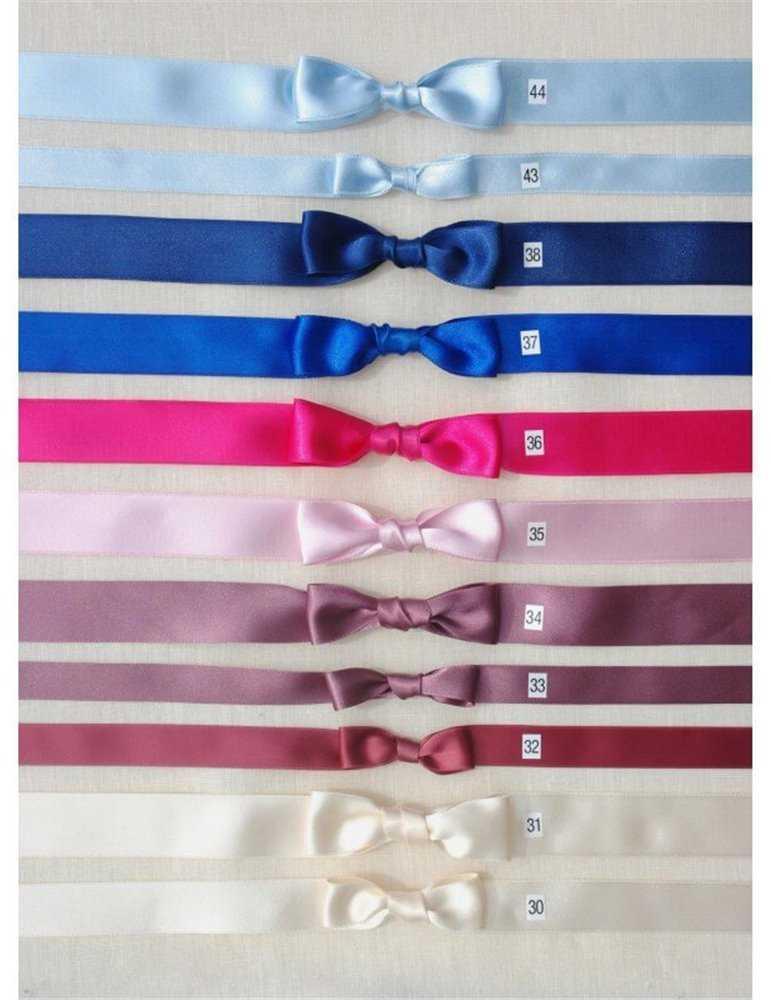 Dopklänning med blå rosett