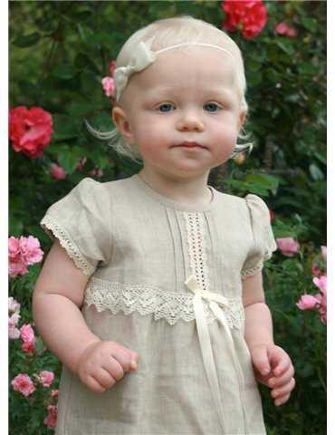 søt jente i dåpsklær