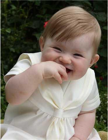 klassisk dåpskjole i hvit for gutter