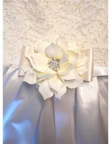 Dopklänning med lyxig vit spets