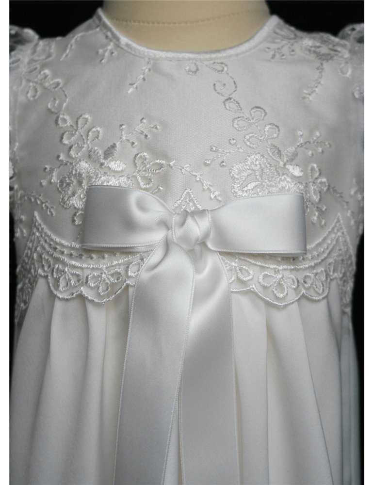 Dopklänning med enkel dophätta